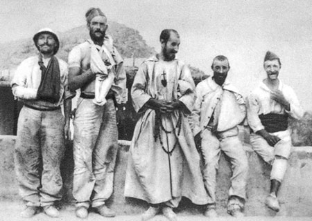 Father de Foucauld with the wounded of Al Moungar.